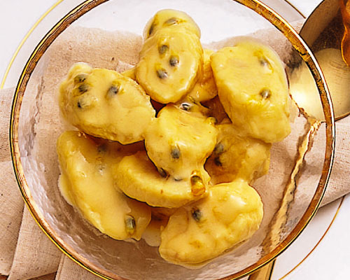 BANANA WITH COCONUT PASSIONFRUIT CREAM
