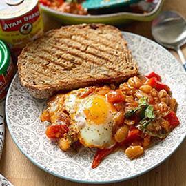 烤豆和辣椒金枪鱼沙克舒卡